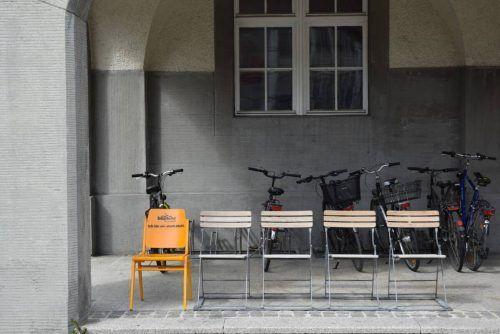 Die Bludenzer Stadtstühle sollen bis September das Bild der Alpenstadt prägen. Sie sollen die Stadt auch darauf hinweisen, welche Plätze von den Bürgern geschätzt werden. stadt