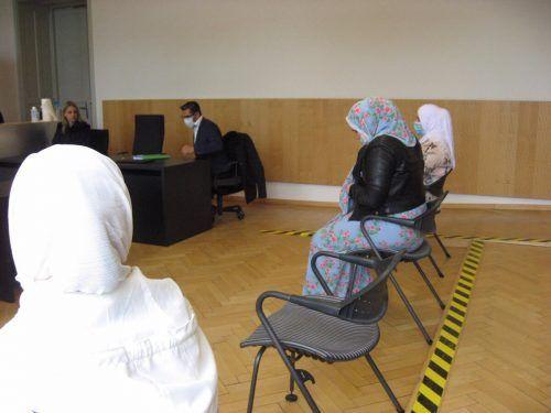 Die drei angeklagten jungen Frauen wurden zu Geldstrafen und bedingten Haftstrafen verurteilt. eckert
