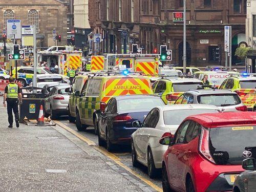 Die Einsatzkräfte riegelten am Freitagnachmittag in der Glasgower Innenstadt mehrere Straßen nach dem Vorfall ab.AP/o'neill