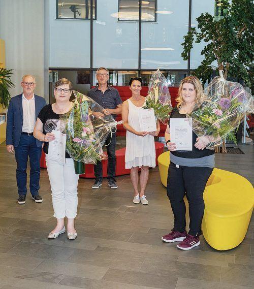 Die glücklichen Absolventinnen Lavinia Janßen, Elke Schattauer, Sandra Nachbauer.BI