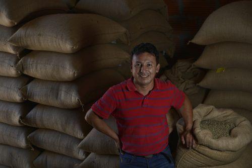 Die Kaffeebauernkooperative FAPE Cafe in Ecuador ist eines der erfolgreichen Projekte, in das die Entwicklungsgenossenschaft Oikocredit mit Erfolg investiert.FA