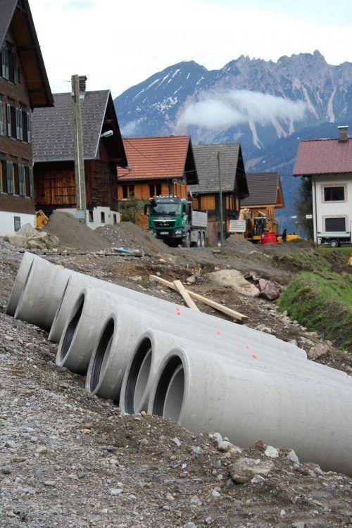 Die Kanalbauer rücken in Bürserberg wieder an. VN/JS
