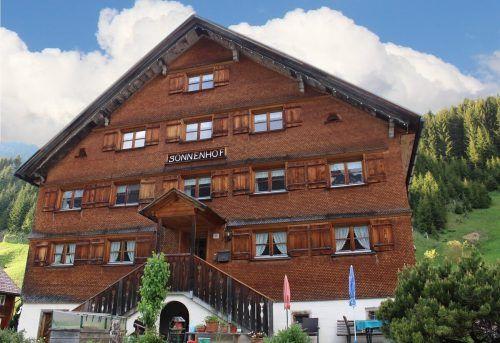 Die Pension Sonnenhof wird durch den Anbau mit rund 70 Betten zu einem der größten Beherbergungbetriebe der Gemeinde Schröcken.