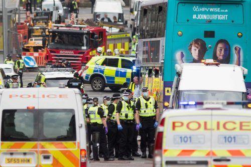 Die Polizei riegelte das Stadtzentrum um das Park Inn Hotel weiträumig ab. AFP