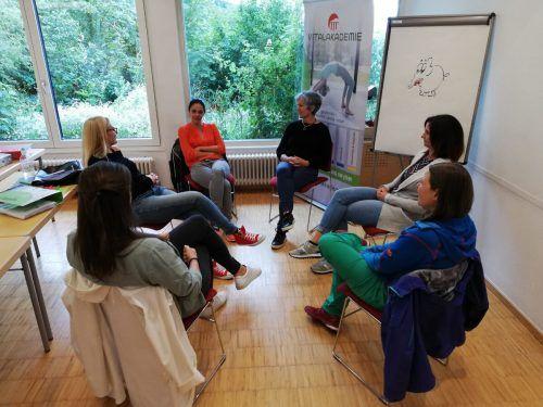 Die Teilnehmer der Ausbildung zum Vitaltrainer waren nach der langen Pause froh, von Angesicht zu Angesicht zu lernen. Fa