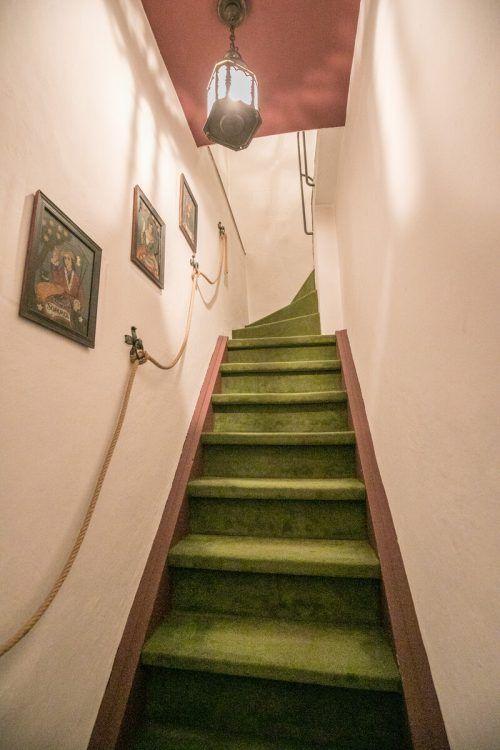 Die Turmzimmer sind über steile Treppen oder seit 1950 per Lift erreichbar.