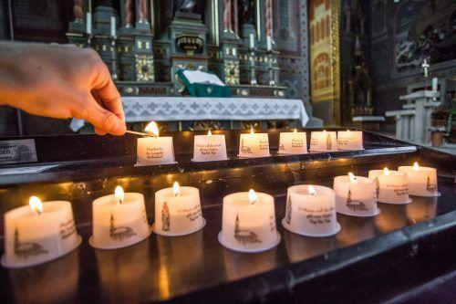 Es gab während der Coronakrise zwar keine Gottesdienste, aber die Kirchen waren geöffnet und viele Gläubige nutzten das, um eine Kerze anzuzünden.vN/steurer