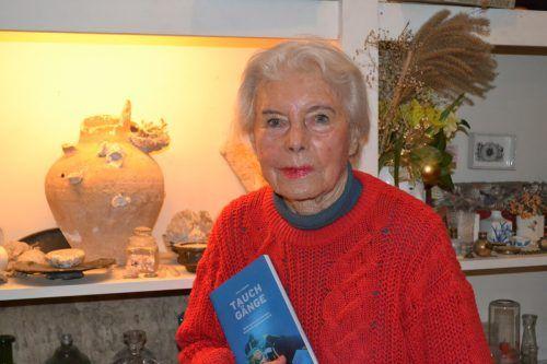 """Eva Ludwigs erstes Buch """"Tauchgänge"""" erschien 1992 und wird nach wie vor verkauft. BI"""