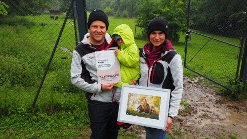 Familie Vaschauner bei der Übergabe der Patenschaft von Muffli. EGLE