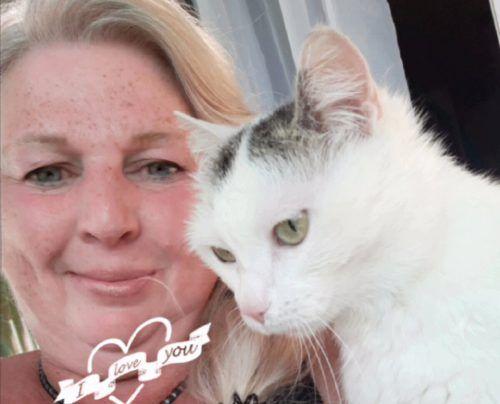 Für die Katzenliebhaberin Petra ist die Coronakrise nicht nur ein Fluch, sondern auch ein Segen.