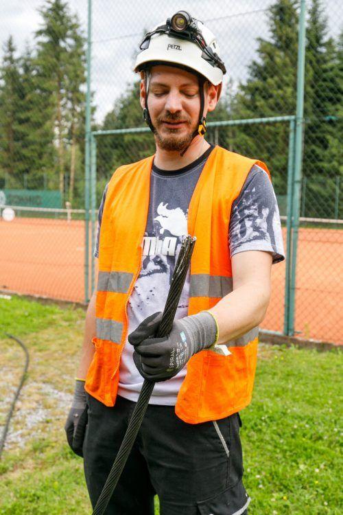 Gerissene Hochspannungsleitung fiel auf Tennisplatz in Göfis