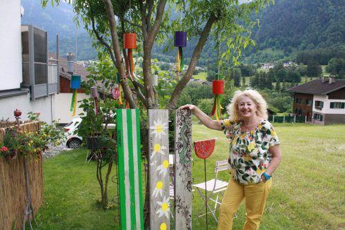 Jolanda Gasperi schafft sich mit ihrer Kunst eine farbenfrohe Oase. MAE