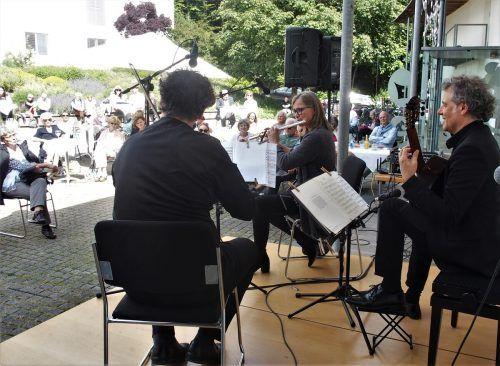 Kammermusik bei beschränkter Besucherzahl und unter Abstandsregeln mit Klaus Christa, Claudia Christa und Alexander Swete. ju