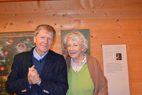 Kurator Willibald Feinig gestaltete eine äußerst fachkundige Führung; hier mit Betty Keller.