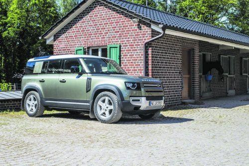Mit imposanter Statur geht der komplett neu gemachte Land Rover Defender die Fortsetzung seiner Erfolgskarriere an.Werk