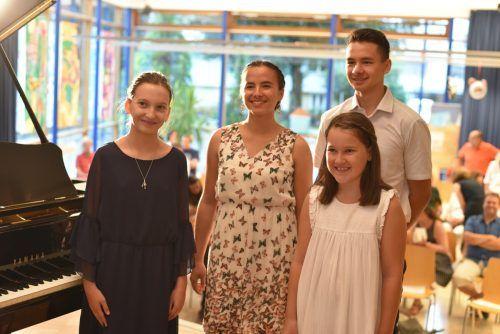 Monika Krakó, Raffaela Witzemann, Luisa Breuß und Elias Witzemann traten für den Verein locart auf. vf