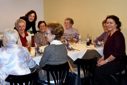 Nach coronabedingter Pause ist das gemeinsame Mittagessen in geselliger Runde wieder möglich.Marktgemeinde