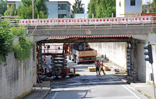 Nach dem Ausbau für die Verlegung des zweiten Bahngleises konnten das Gerüst abgebaut werden.