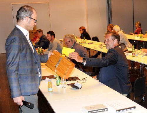 Nachwahl im Gemeindevorstand: 20 Ja-Stimmen für Uwe Breuder, ÖVP (r.).