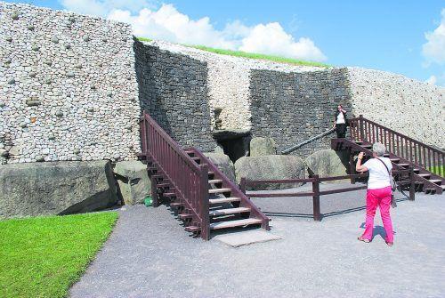 Newgrange ist wohl die berümteste Passage Tomb. Wiki/CC-BY-SA-3.0/ Jean Housen