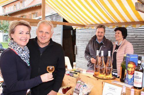 Petra und Michael Fröwis am Stand von Werner und Silvia Valline. wam