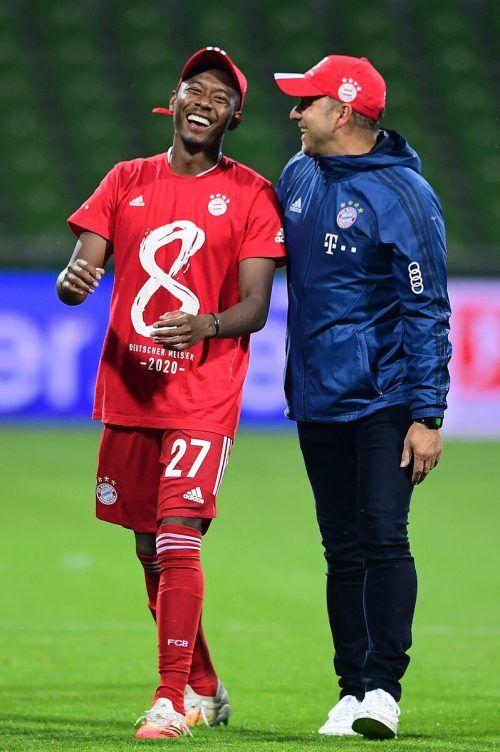 Rekordjäger: David Alaba feiert seinen neunten Titel und Trainer Hansi Flick ist einer von acht Leuten, die als Spieler und Trainer deutscher Meister wurden.gepa