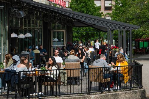 Restaurants wurden ebenso wie Grundschulen niemals geschlossen. AFP