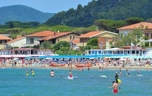 Schon Ende Mai, am ersten Wochenende seit Ende des Lockdowns, haben freiheitshungrige Italiener die renommiertesten Urlaubsorte gestürmt. Reuters