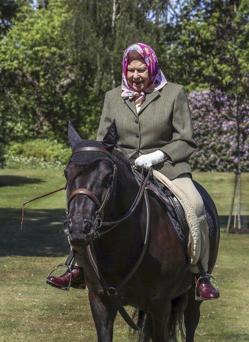 Seit Mitte März weilt die 94-jährige Königin Elizabeth II. gemeinsam mit Ehemann Prinz Philip auf Schloss Windsor. AP