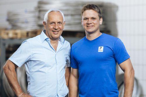 Siegmund (l.) und Benjamin Prock führen den Familienbetrieb nun gemeinsam. Fa