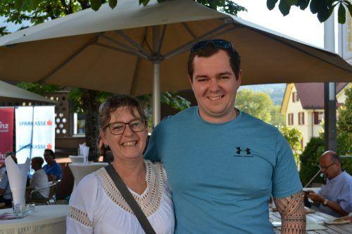 Susanne Meyer mit Sohn Michael amüsierten sich.