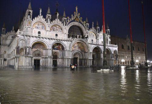Teile von Venedig standen unter Wasser, auch der Markusplatz. AP