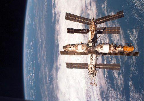 Über 100 Raumfahrer forschten rund 400 Kilometer über der Erde. EPA