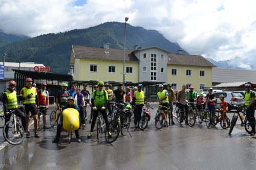 Um auf die Radinfrastruktur und den Klimawandel aufmerksam zu machen, fuhr die Gruppe quer durchs Ländle. bi