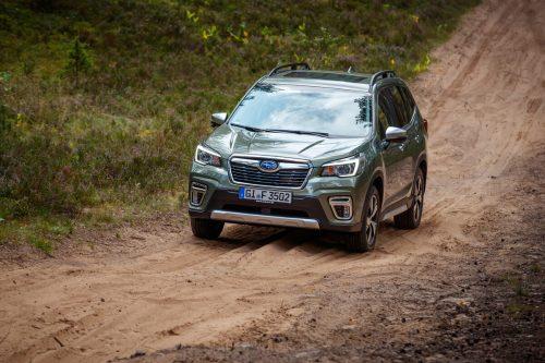 Als reiner Verbrenner ist der Subaru Forester auf Offroadpfaden eine Macht. Als mild hybridisierter e-Boxer agiert sein 4x4-System noch feinfühliger.
