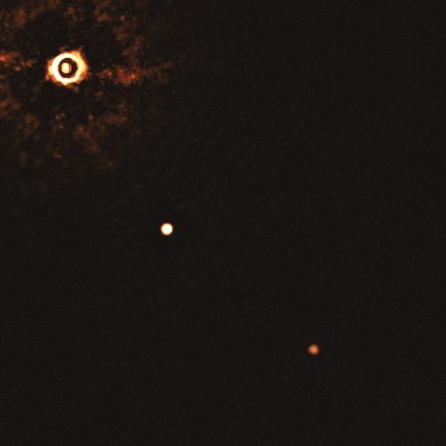 Der 300 Lichtjahre entfernte Stern TYC 8998-760-1 und seine Exoplaneten. ESO