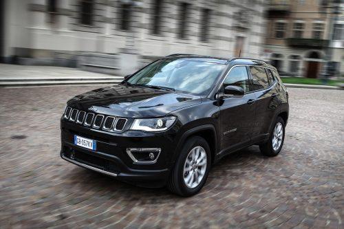 Der Jeep Compass ist jetzt auch als Plug-in-Hybrid orderbar, mit elektrisch generiertem 4x4-Antrieb. Der Preis (190 PS): ab 46.090 Euro.