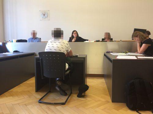 Der unscheinbare Haupttäter vor Richterin Sabrina Tagwercher.vn/gs