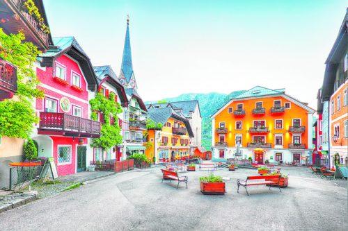 Der wunderschöne Marktplatz von Hallstatt zeugt von einerjahrtausendealten Geschichte. Shutterstock