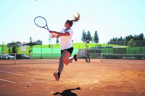 Die Tenniscracks aus den Hofsteiggemeinden spielen bis am 15. August um Meisterehren. siha