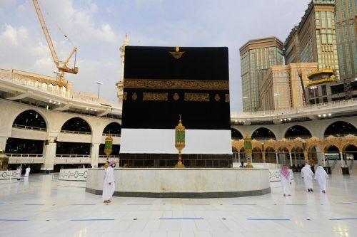 Die Vorbereitungen laufen. Die Pilgerfahrt beginnt damit, dass sieben Mal das würfelförmige Gebäude der Kaaba im Hof der Großen Moschee von Mekka umrundet wird. AP