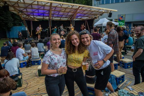 Entspanntes Poolbar-Festival, entspanntes Publikum. VN/Steurer (3)