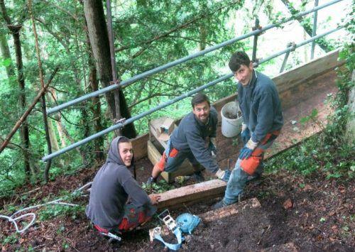 Im Einsatz sind Mitarbeiter der Firma Wilhelm + Mayer, Baustellenleiter Jürgen Vallaster und Initiator Reinhard Sonderegger.Michael Mäser