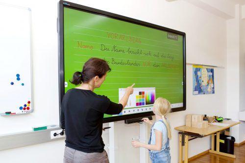 Investitiert wurde u.a. in Smartboards in der Volksschule. Gemeinde/Fritz