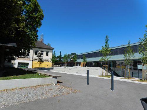Nahe der Volksschule soll das Areal mit Veranstaltungshalle, Kinderbetreuung und Turnhalle bebaut werden.mima