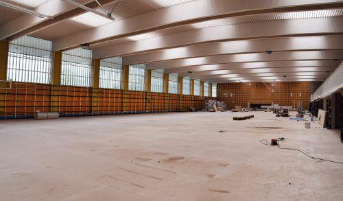 Rund 1,2 Millionen Euro investierte Hard im Vorjahr in die Fertigstellung der Sporthalle am See. ajk