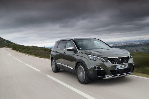 Unverwechselbarkeit hat sich der Peugeot 5008 mit der Wandlung vom Van zum Crossover zugelegt. Bis zu sechs Passagiere kann er an Bord nehmen.
