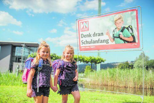 Viele Familien decken sich jetzt schon mit Schulmaterialien für das nächste Schuljahr ein – bei Interspar bekommen VN-Abonnenten einen 5-Euro-Gutschein.frederick sams