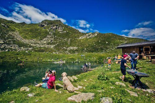 Wanderungen - wie hier oberhalb von Schruns - standen im Sommer bei Einheimischen und Gästen hoch im Kurs. VN/Steurer