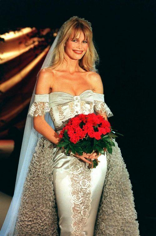 1995 in einem Valentino-Brautkleid. Drei Jahre später verkündete sie ihren Rücktritt.